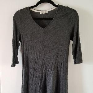 Thin, gray, 3/4 length sleeve top